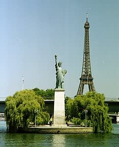 Eiffel Tower and the Statue of Liberty PARIS BY EMY
